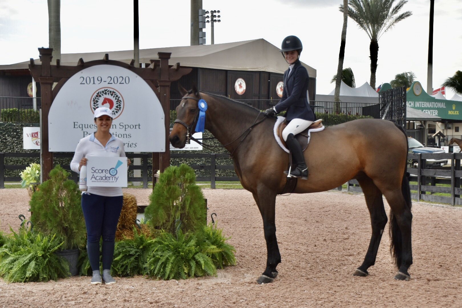 Holiday 1 SATT WIHS Hunter Phase Claire Campbell_Cassiko