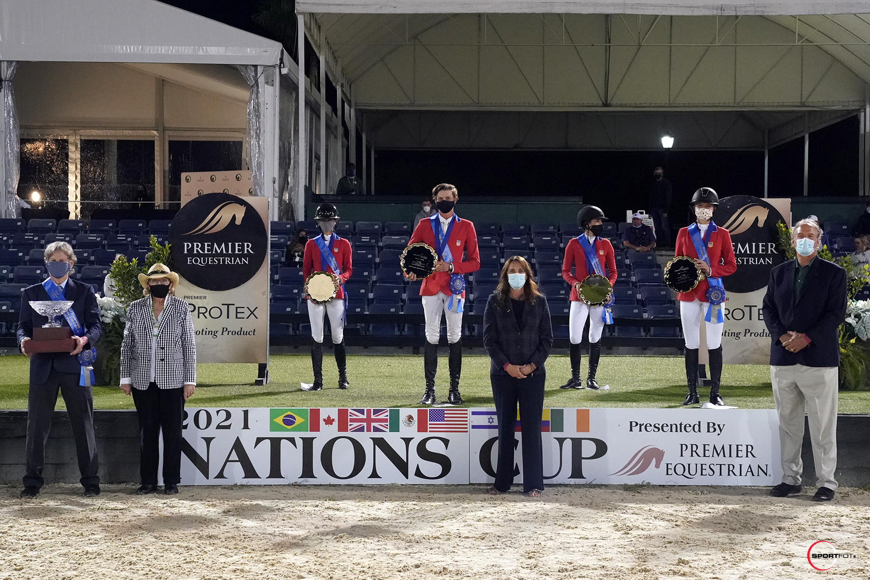 607_8951 The winning Nations Cup U.S. team of Bliss Heers, Brian Moggre, Jessica Springsteen, and Lillie Keenan were joined by Chef d'Equipe Robert Ridland, Sandy Quinlan, Heidi Zorn, President of Premier Equestrian, and Mark Neihart, CEO
