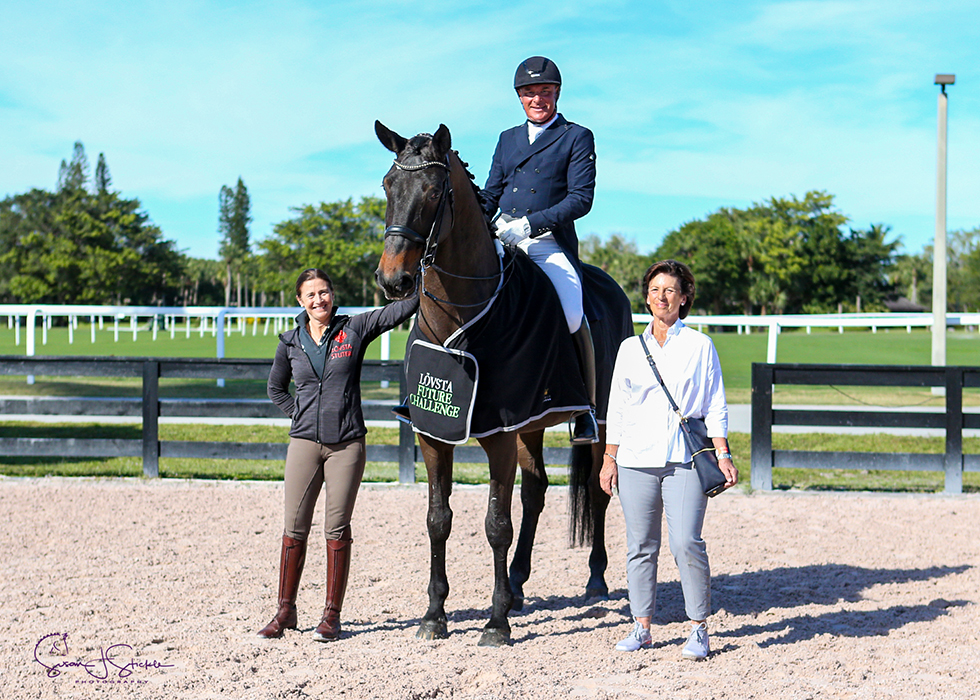 Michael Klimke on Harmony's Diablo with Tinne Vilhelmson Silfvén and Antonia Ax:son Johnson of Lövsta. ©️Susan Stickle.
