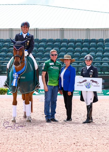Cesar Parra (USA) with Allyn Mann of Adequan®, judge Jane Weatherwax and Susie Dutta of The Dutta Corporation. ©️Susan Stickle.